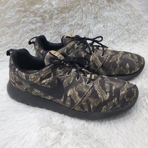 Nike Men's Roshe Run Sneakers Camo Green Tiger